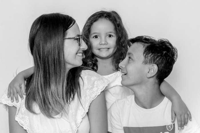famille-frère-soeur-maman-studio